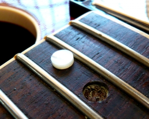 Dot inlay fitting www.guitarlodge.co.uk