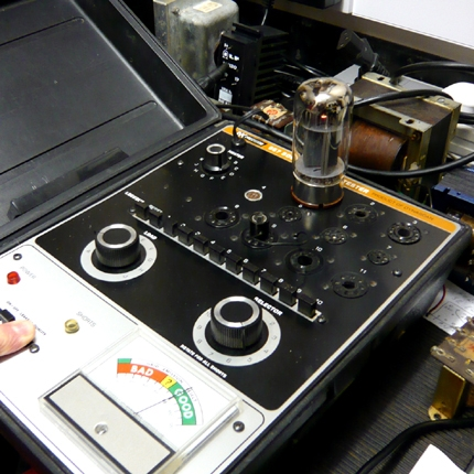 Testing a tube during amplifier service: